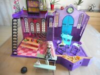 Monster High HIGH SCHOOL LYCEE ECOLE (100 % COMPLETE) + 1 POUPEE MONSTER HIGH