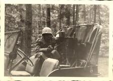 snapshot homme avec voiture militaire jeep radio casque capote soldat guerre