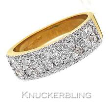 18 Carat Yellow Gold Round Fine Diamond Rings