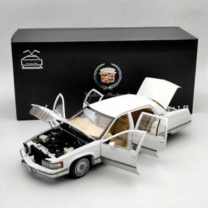 GM 1:18 1993 Cadillac Fleetwood Sedan White Diecast Model Car Edition Collection