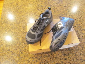 Pearl Izumi Men's 6.5 X-Alp Seek VI Black Mesh Cycling Shoes 39 M NIB New $110