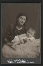 altes Foto Frau mit Baby - Karl Schmidt am Bahnhof Königsbrück