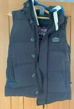 MENS SUPERDRY QUILTED/PUFFER HOODED GILET. UK SIZE SMALL