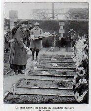 1919  --  LA REINE DES BELGES  FLEURIT LES TOMBES DU CIMETIERE MILITAIREDE NOYON