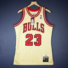 100% Authentic Michael Jordan Mitchell   Ness 95 96 Gold Jersey Size 44 L  Mens e571bb8f4