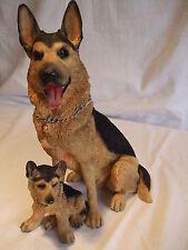 Statue de collection LEONARDO  - chien  BERGER ALLEMAND AVEC SON CHIOT