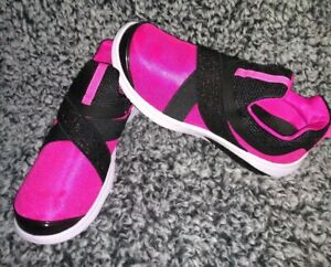 Athletic Works Girls Size 6 Black and Dark Pink Athletic Shoes women's 7.5