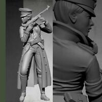 1/35 Resin Figure Model Kit Women Soldier Unpainted