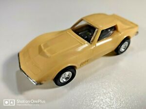 Lindberg Line, Mini Lindy #17 Corvette 1968, Ivory Can fit HO slot car.