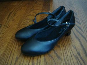 CAPEZIO BLACK MARY JANE HEELS size 9 M