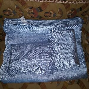 Comfort Luxe Versailles with (2) pillow cases blue court