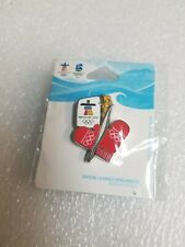VANCOUVER 2010 OLYMPIC MITTENS & TORCH PIN.