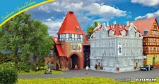 More details for kibri12507 oo (1:76) / ho (1:87) new hotel ritter with city gate limited edition