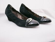 AGL Medallion Buckle Cap Toe Black Suede/Patent Leather Wedge Pump Size 40 10 US