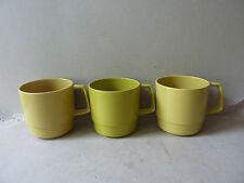 3 verres ou mugs en mélamine kaki, marque Style, vintage des années 70