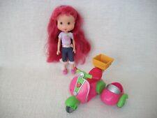 Poupée Charlotte aux fraises et son scooter