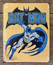VINTAGE 1966 NOS TIN BAT PIN GUMBALL VENDING PREMIUM WHITE//YELLOW BATMAN