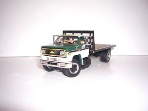 DCP FIRST GEAR 1/64 GREEN&WHITE CAB BULKHEAD CHEVY C65 SINGLE AXLE FLATBED TRUCK