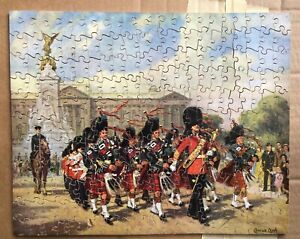 """VINTAGE VICTORY WOODEN JIGSAW """"PIPERS OF THE SCOTS GUARDS  AT BUCKINGHAM PALACE"""