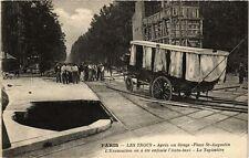 CPA PARIS (8e) LES TROUS La Tapissiere, le Taximetre, trou (176145)