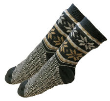 Mens Thick Knit Sherpa Fleece Slipper Socks Gray Base Colorful Snowflakes 10-13