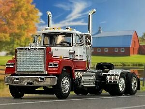 1/64 DCP RED/WHITE MACK SUPERLINER DAY CAB