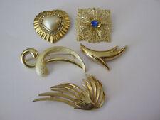 Small lot of 5 gold tone fashion brooches, some rhinestones, 5 pretty brooches