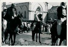 ALBANIE 1938 - Devant une Cathédrale - NV 4534