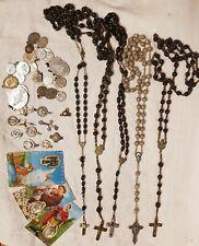 lot ancien / Chapelet ancien  perles en bois et métal argenté / croix médailles