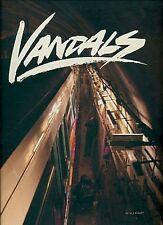 MÜLLER Nils, Vandals. Fotografie a colori. Publikat, 2013