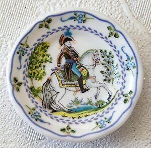 Fève Assiette cavalier, Waly Du XIXème Siècles série  céramique de Lorraine 2003