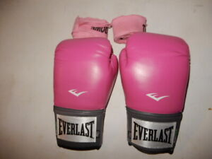 BOXING GLOVES PINK EVERLAST 12OZ WITH WRAPS BRAND NEW  ORIGINAL CONTAINER
