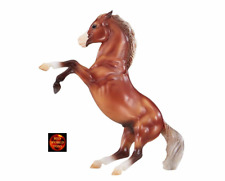 BREYER HORSE TOY MODEL 947 - 1:12 SILVER BAY MUSTANG REARING HORSE - NEW 2019