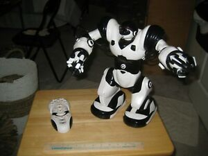 WowWee Robosapien 2004 Robot with Remote