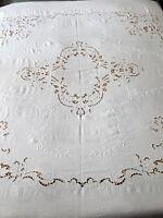 Copriletto matrimoniale ricamato a mano in puro lino bianco latte