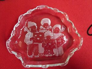 """Mikasa Crystal Christmas Carolers Dish, Frosted Carolers & Hearts, approx. 8"""""""