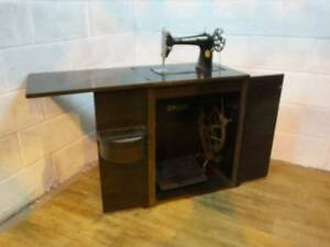 1937 SINGER FOOT TREADLE OPERATED SEWING MACHINE In MAHOGANY CASED CABINET