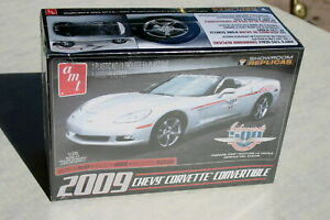 1/25 2009 CORVETTE INDY 500 PARADE CAR CURBSIDE KIT MOLDED IN SILVER