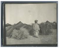 Tunisie, Bédouine enceinte  Vintage silver print.  Tirage argentique  9x12