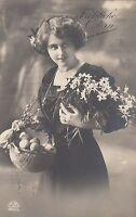 Ostern, Frau, Korb mit Eiern, Blumen, Foto-AK, 1913