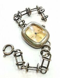 Montre Bracelet En Argent. (AD1743)