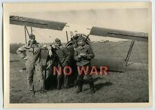 WWII ORIGINAL GERMAN PHOTO LUFTWAFFE AIRPLANE CREW ON AIRDROME IN POLAND POLEN