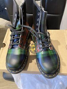 Dr. Martens 1460 Plaid-Tartan Black Watch/Royal Stewart Boots
