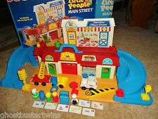 VINTAGE FISHER PRICE LITTLE PEOPLE CITY MAIN STREET MAIL VILLAGE COMPLETE LOT