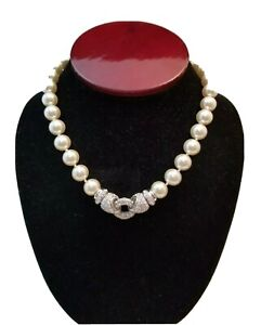 Hand-Knotted Faux Pearl Necklace Rhinestone Closure and Pendant Jewelry High End