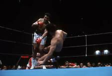 OLD LARGE PHOTO, boxer Muhammad Ali vs wrestler Antonio Inoki in Tokyo 1976 2