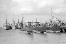 rp15156 - Royal Navy Submarines - HMS Vox , Voracious , Virtue - photo 6x4