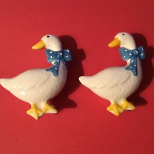 """SET OF 2! WHITE GOOSE WITH BLUE BOW CERAMIC DRAWER / DOOR PULLS! W/ 1"""" SCREW"""