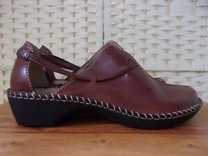 Clarks size 6 (39) brown leather shoes/sandals.