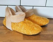 Travel Slippers Cable-Knit Pompom Trim Elasticated Cuff Women Ladies Soft-Soled